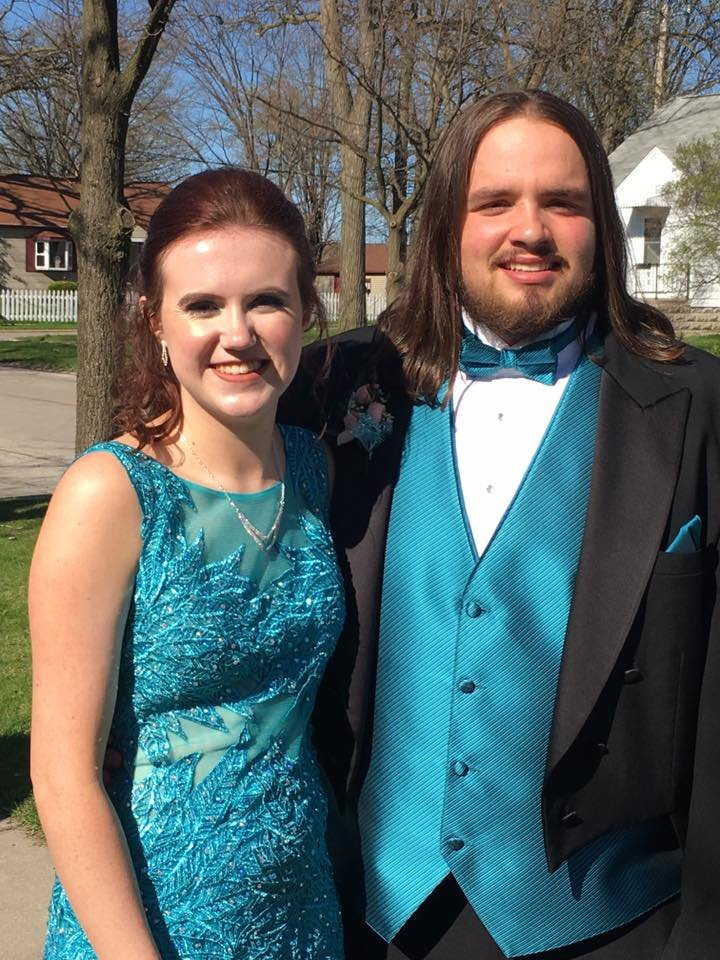 Scam Alert: Parents warned about buying prom dresses online - WNEM TV 5