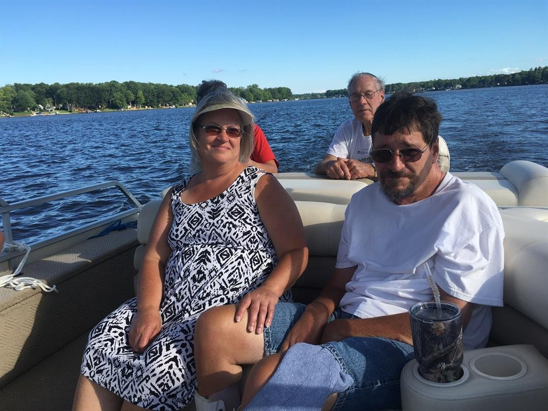 Cammie Guza (left) and her husband Brian (right). Source: WNEM