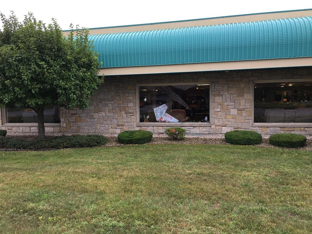 Saginaw Furniture Store Reopens After Deer Crashes Through Windo Wnem Tv 5