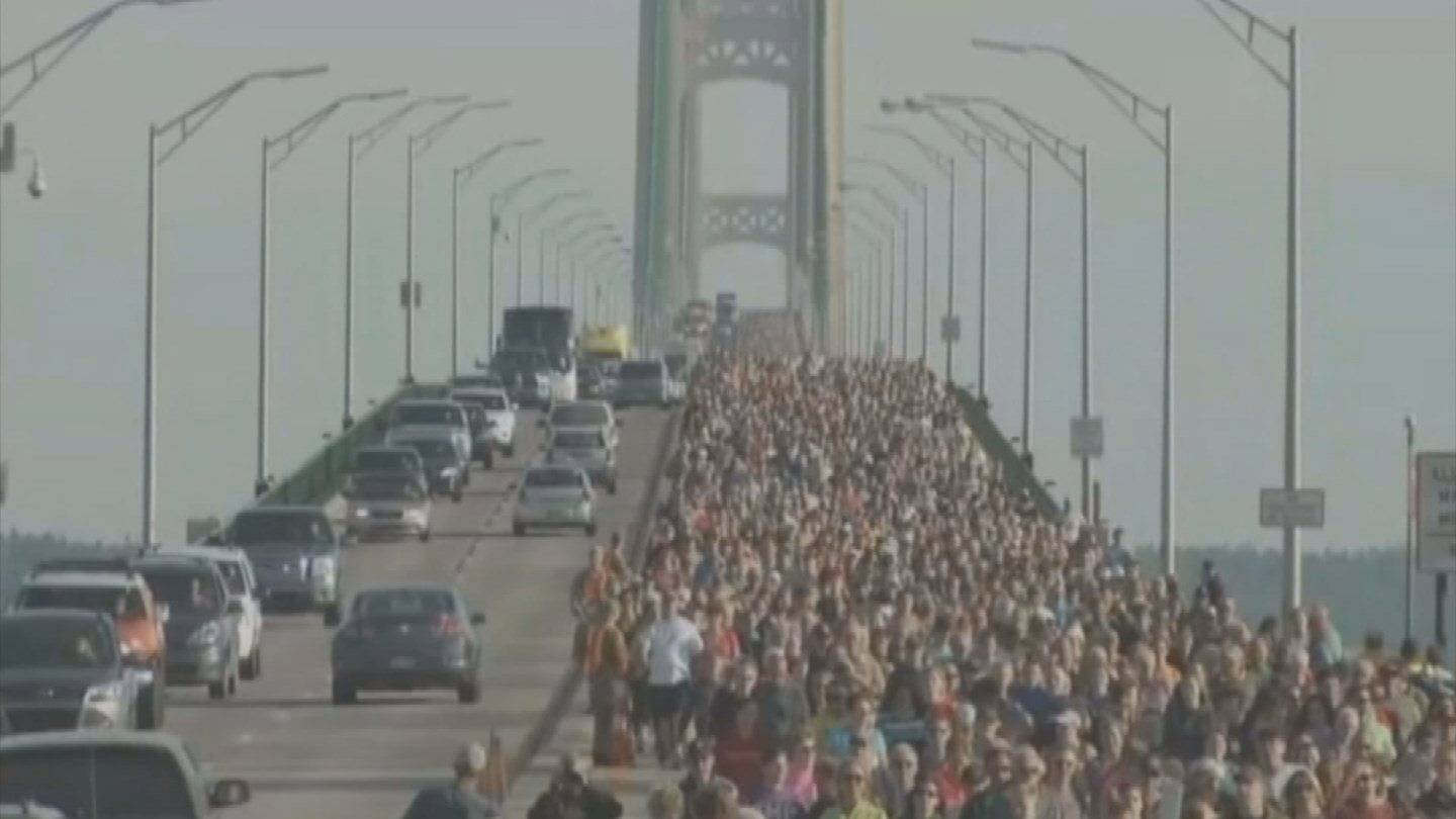 Thousands cross the Mackinac Bridge for annual Labor Day walk