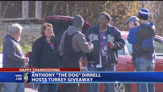 Video: Boxer Anthony Dirrell gives out free turkeys to Flint families