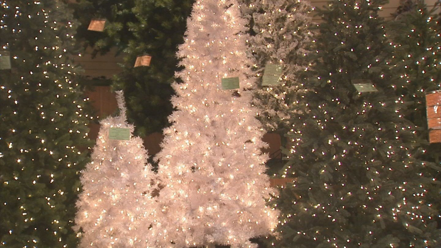 Jeffersonville Christmas tree lot faces traffic, tree shortage