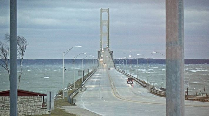 high winds cause power outages affect mackinac bridge. Black Bedroom Furniture Sets. Home Design Ideas