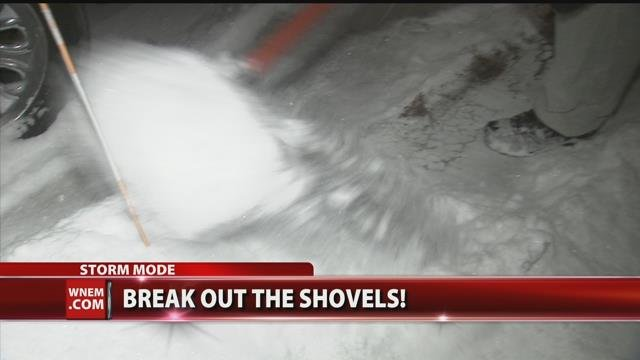 Saginaw man surprises neighbors by shoveling their driveways