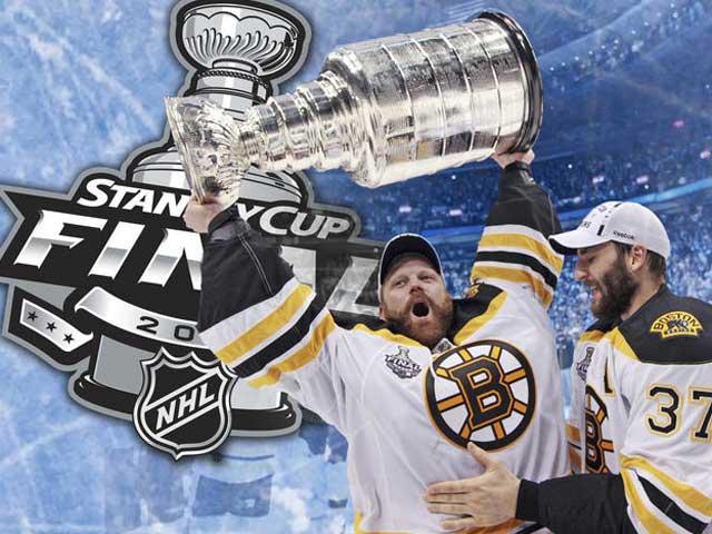 Boston Bruins goalie Tim Thomas hoists the cup