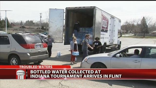 Video: Bottled water collected at Indiana tournament arrives in Flint