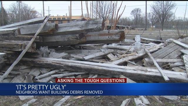 Neighbors want building debris removed