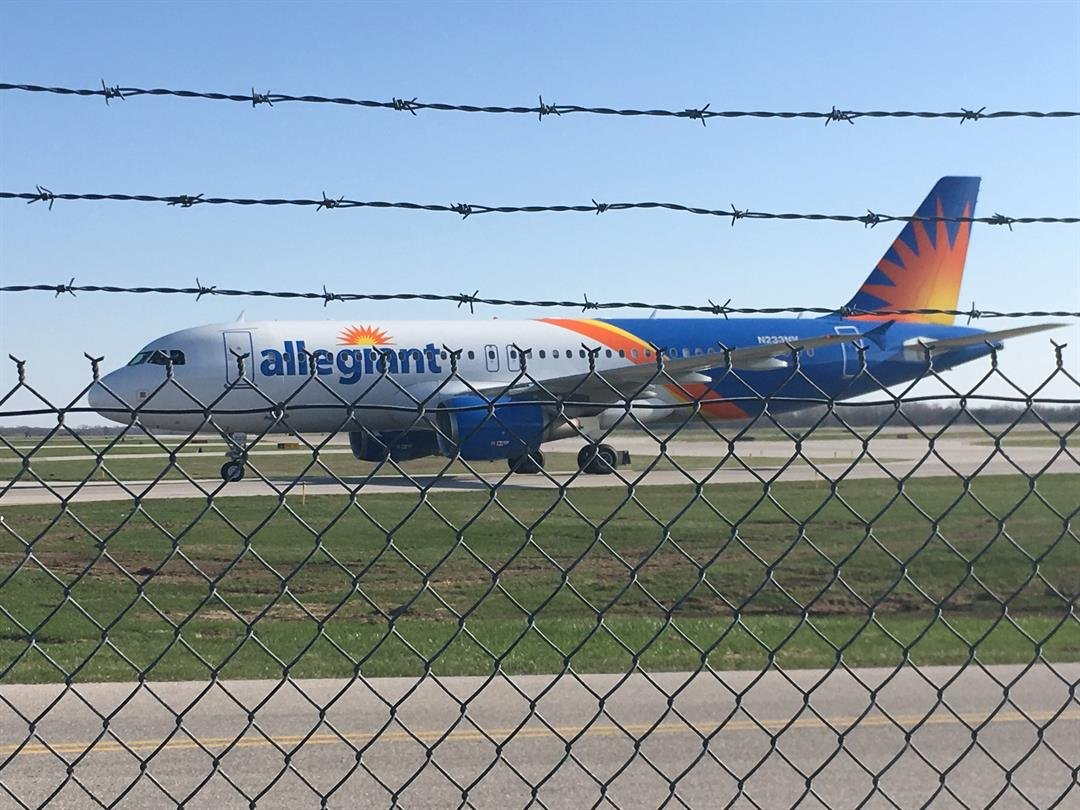 Allegiant makes emergency landing at Knoxville airport
