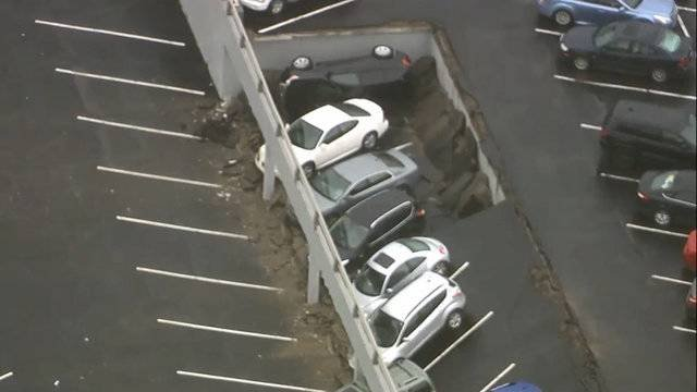 Section of parking deck collapses in Detroit