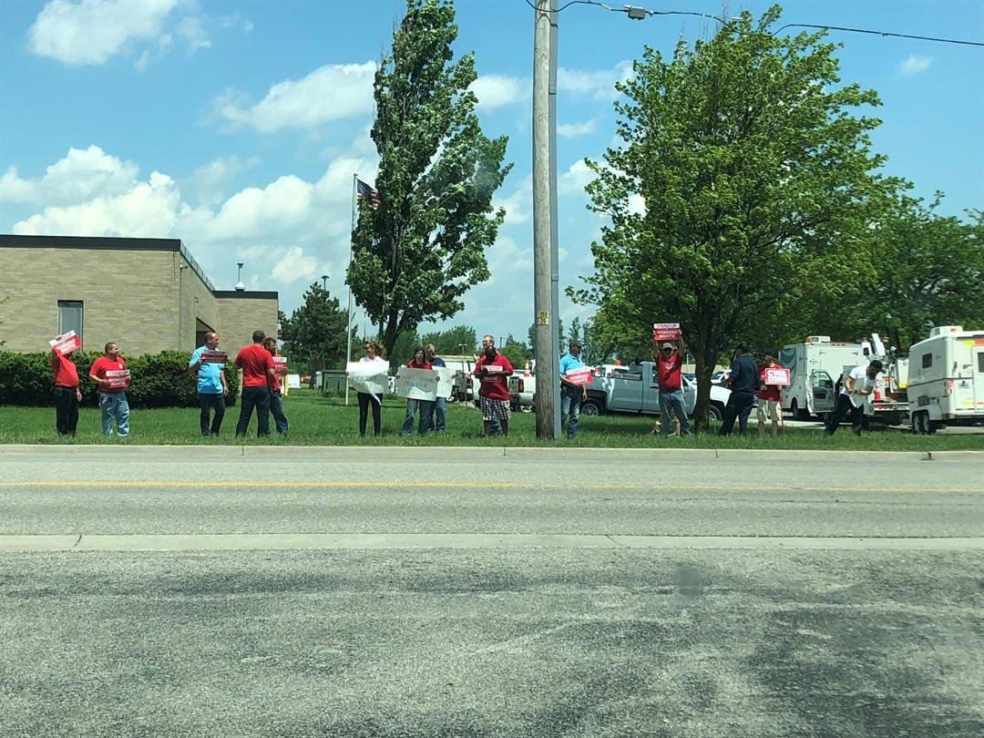 Michigan AT&T workers among thousands participating in strike across 5 states