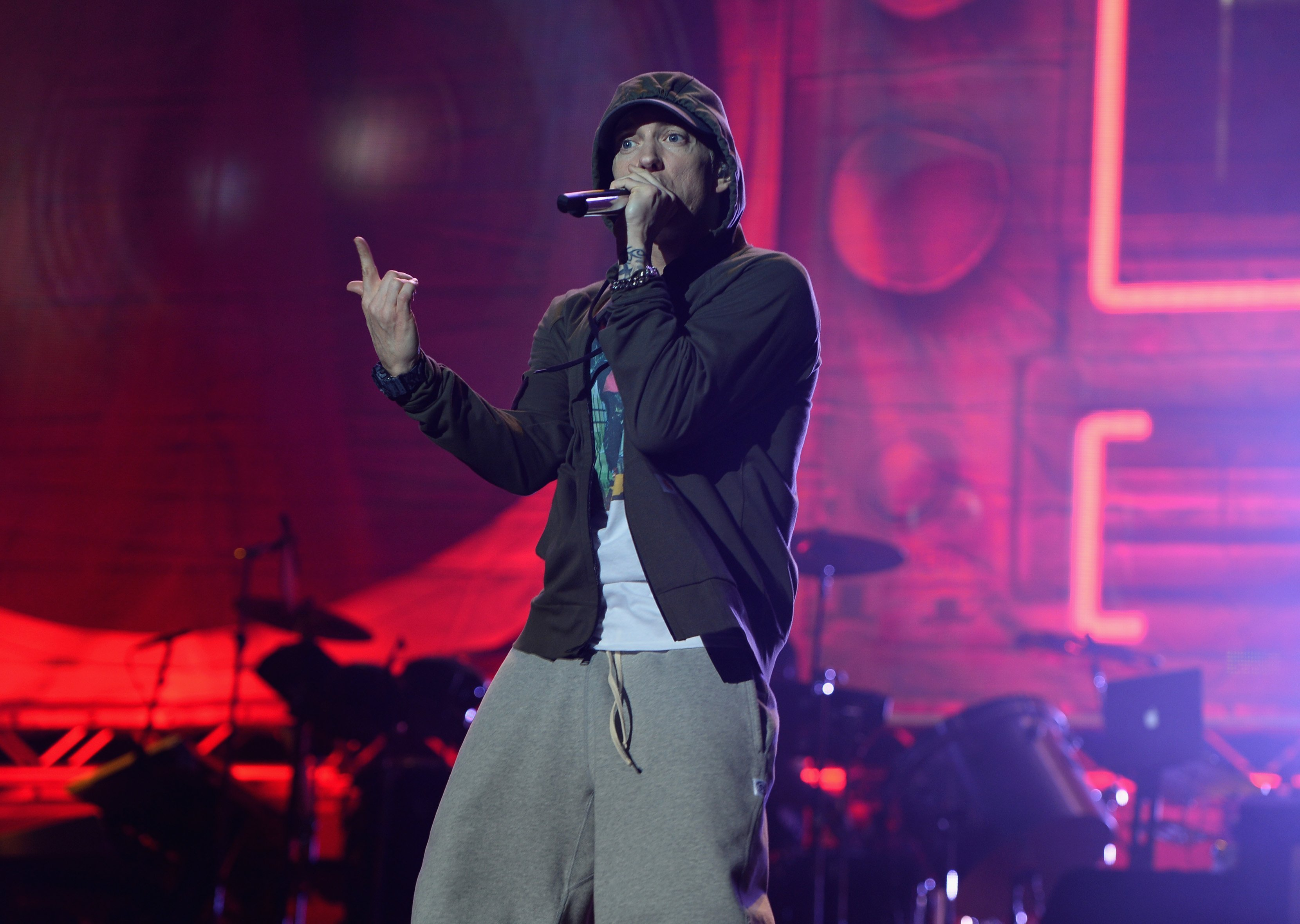 'Gunshot Sound Effect' Causes Panic at Eminem Gig""