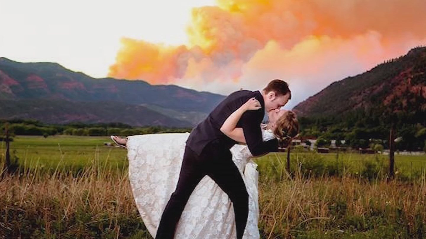 Colorado couple takes wedding photo in front of a wildfire