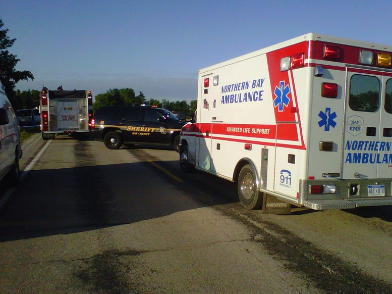 Crews on scene/Photo Paul Levasseur