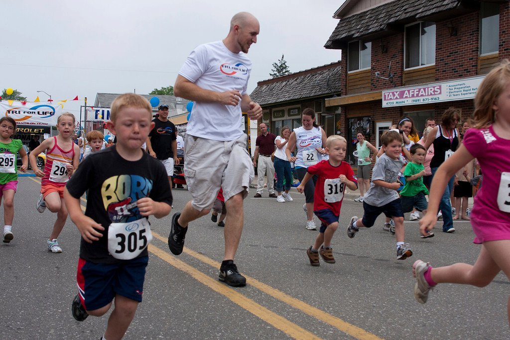 Kids Run in downtown Millington