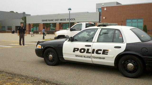 Grand blanc schools deemed safe after bomb threat wnem tv 5 for Grand banc tv