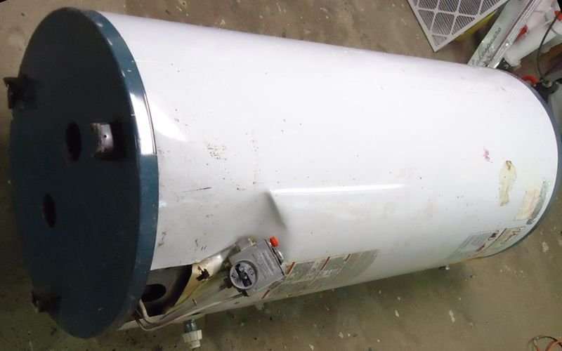 Not the stolen hot water heater in question -- photo courtesy of Tomwsulcer on Wikimedia Commons.