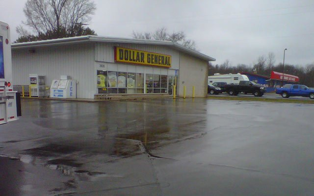 The Dollar General where Lewis was picked up by police.