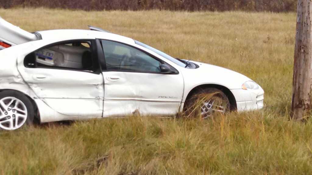 These photos show the crash scene.