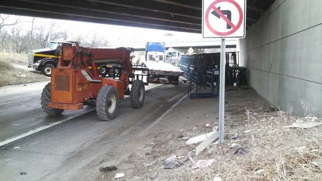 Semi truck accident causes ramp closures. Source; WNEM