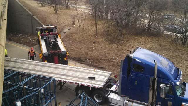 Semi truck accident causes ramp closures. Source; WNEM